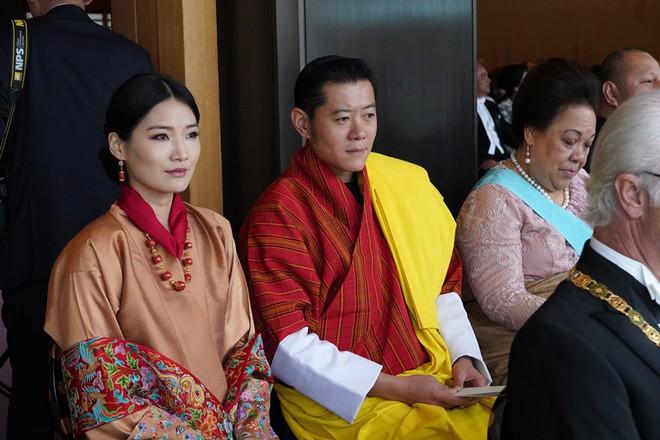 Cộng đồng mạng phát sốt với vẻ đẹp thoát tục không góc chết của Hoàng hậu Bhutan ở Nhật Bản khi tham dự lễ đăng quang - ảnh 5