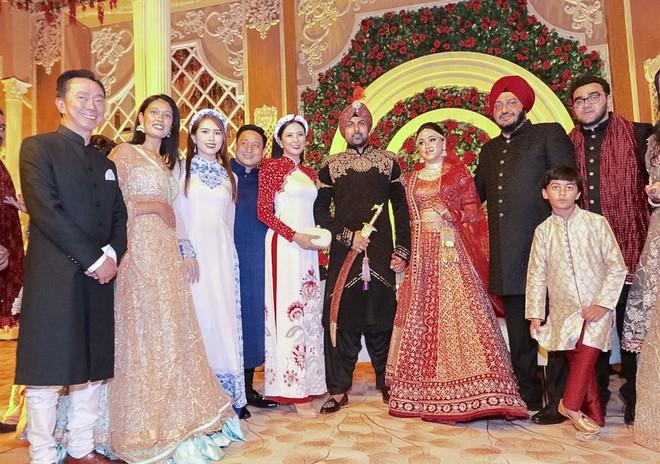 Ngọc Hân, Phương Nga dự đám cưới 5 ngày của con gái đại gia Ấn Độ: Diện Áo dài nền nã, nổi bật bên cô dâu chú rể - Ảnh 5.
