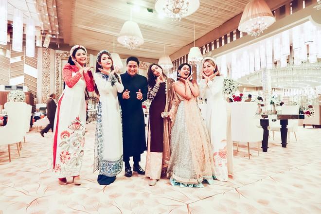 Ngọc Hân, Phương Nga dự đám cưới 5 ngày của con gái đại gia Ấn Độ: Diện Áo dài nền nã, nổi bật bên cô dâu chú rể - Ảnh 7.