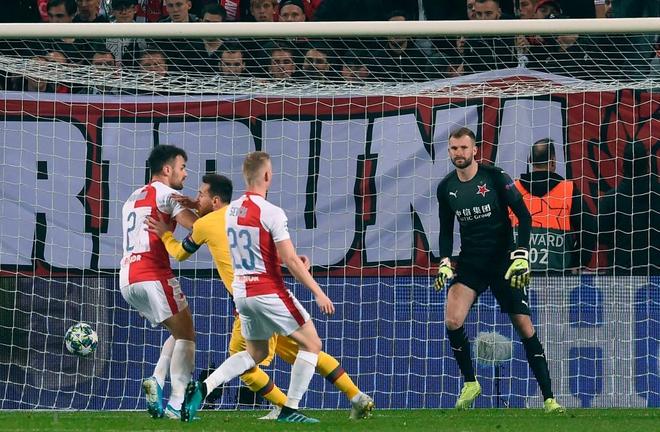 Messi lại lập kỉ lục, Barcelona suýt mất điểm tại Prague - ảnh 2