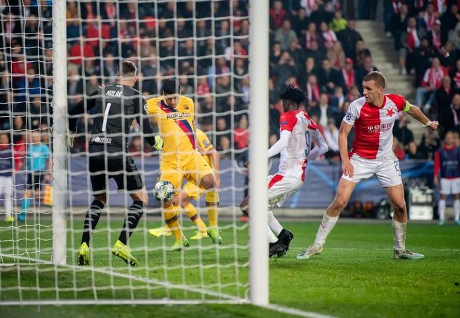 Messi lại lập kỉ lục, Barcelona suýt mất điểm tại Prague - ảnh 7