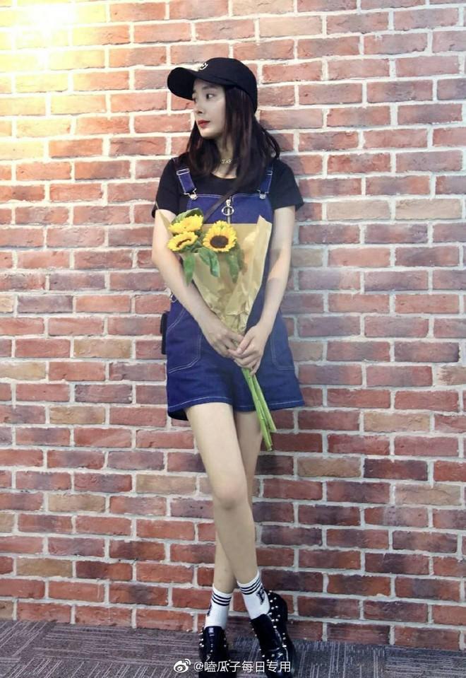 Dương Mịch có một chiêu pose hình tủ từ bé đến lớn: Bảo sao ảnh quảng cáo đến street style đều đẹp miễn chê - ảnh 5