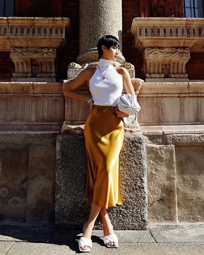 Dương Mịch có một chiêu pose hình tủ từ bé đến lớn: Bảo sao ảnh quảng cáo đến street style đều đẹp miễn chê - ảnh 10
