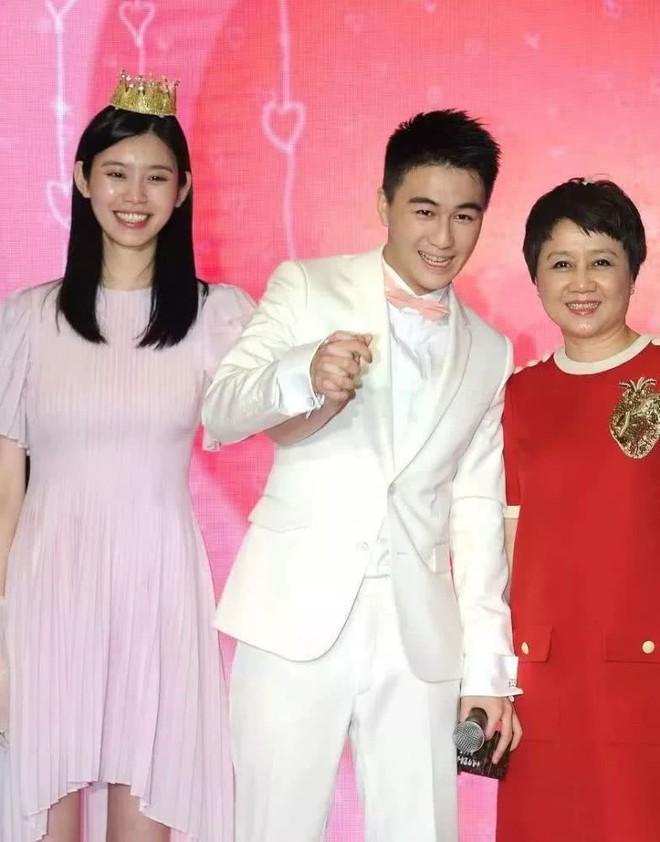 Đẻ đươc cháu đích tôn cho gia tộc trùm sòng bạc Macau, siêu mẫu Ming Xi được bố mẹ chồng thưởng nóng gia sản khổng lồ - ảnh 3
