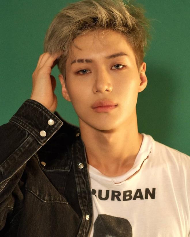 Sao Hàn từng bị bắt nạt thời đi học: V (BTS) khổ sở vì con nhà người ta, Kang Daniel bị bắt nạt vì xấu, nhưng chưa là gì so với Sulli bị nhấn đầu xuống nước - ảnh 6