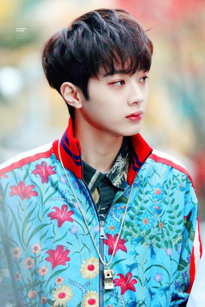 Sao Hàn từng bị bắt nạt thời đi học: V (BTS) khổ sở vì con nhà người ta, Kang Daniel bị bắt nạt vì xấu, nhưng chưa là gì so với Sulli bị nhấn đầu xuống nước - ảnh 10