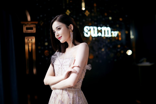 Lộng lẫy như tiên giáng trần ở sự kiện, Cổ Lực Na Trát gây sốt Weibo: Đúng là phụ nữ đẹp nhất khi chẳng thuộc về ai! - ảnh 11