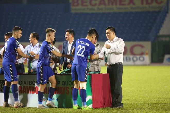 Tuyển thủ U22 Việt Nam chán nản vì chấn thương ngay trước ngày hội quân chuẩn bị cho SEA Games 2019 - ảnh 8