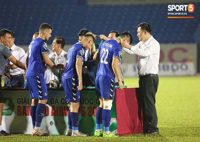 Tuyển thủ U22 Việt Nam chán nản vì chấn thương ngay trước ngày hội quân chuẩn bị cho SEA Games 2019 - ảnh 9