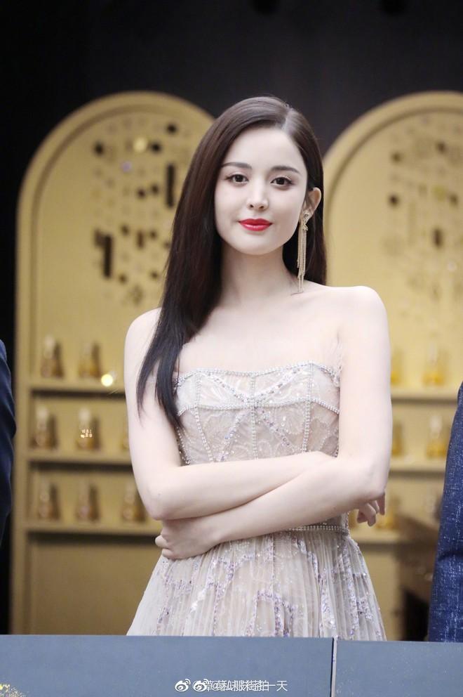 Lộng lẫy như tiên giáng trần ở sự kiện, Cổ Lực Na Trát gây sốt Weibo: Đúng là phụ nữ đẹp nhất khi chẳng thuộc về ai! - ảnh 3