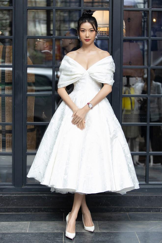 Dàn Hoa hậu, Á hậu hot nhất nhì Vbiz váy áo lộng lẫy, đụng độ bất phân thắng bại trong một khung hình - ảnh 15