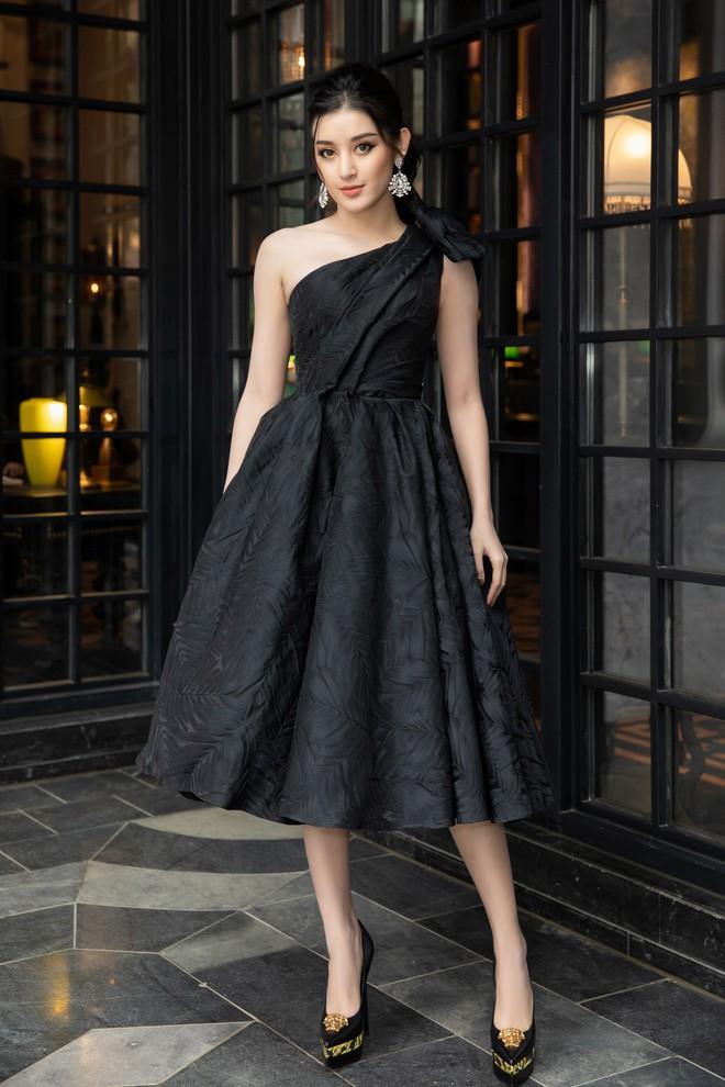 Dàn Hoa hậu, Á hậu hot nhất nhì Vbiz váy áo lộng lẫy, đụng độ bất phân thắng bại trong một khung hình - ảnh 10
