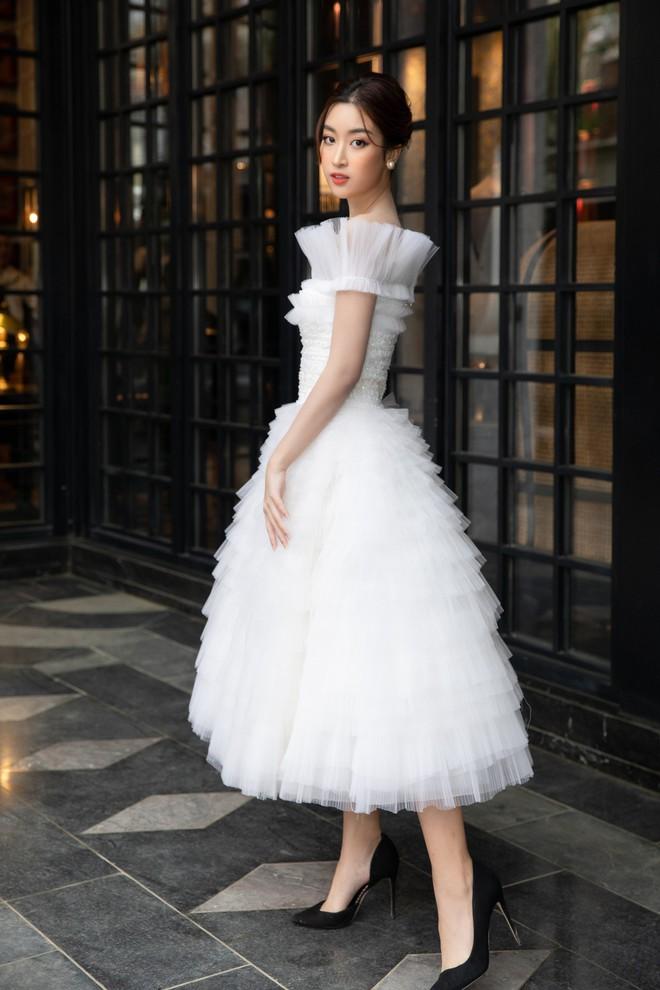 Dàn Hoa hậu, Á hậu hot nhất nhì Vbiz váy áo lộng lẫy, đụng độ bất phân thắng bại trong một khung hình - ảnh 8