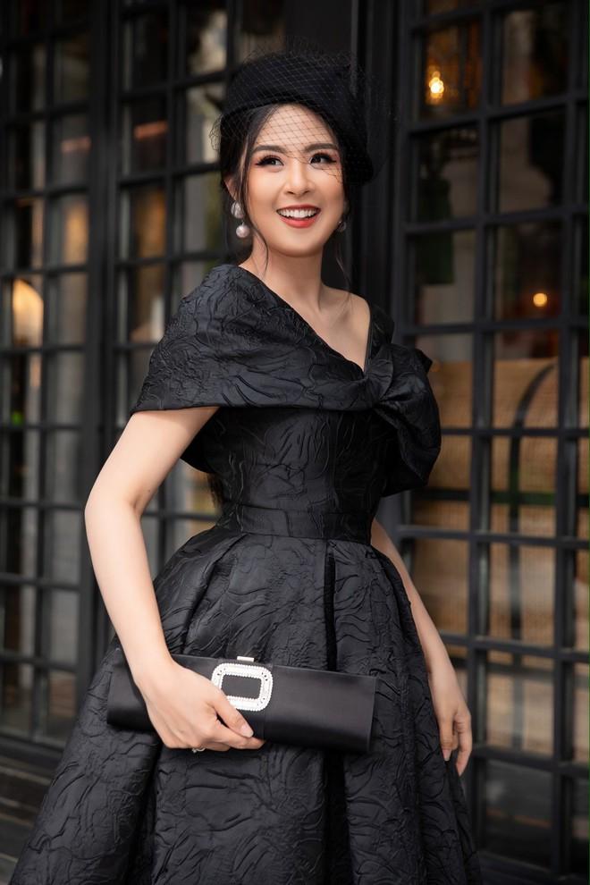 Dàn Hoa hậu, Á hậu hot nhất nhì Vbiz váy áo lộng lẫy, đụng độ bất phân thắng bại trong một khung hình - ảnh 4