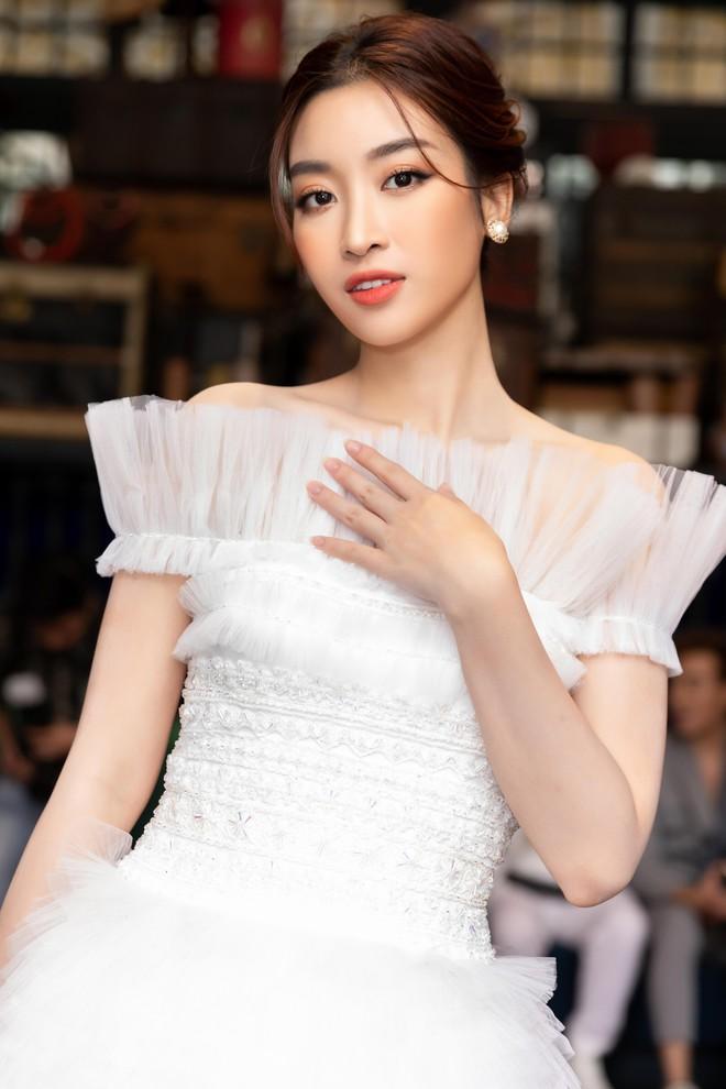 Dàn Hoa hậu, Á hậu hot nhất nhì Vbiz váy áo lộng lẫy, đụng độ bất phân thắng bại trong một khung hình - ảnh 7