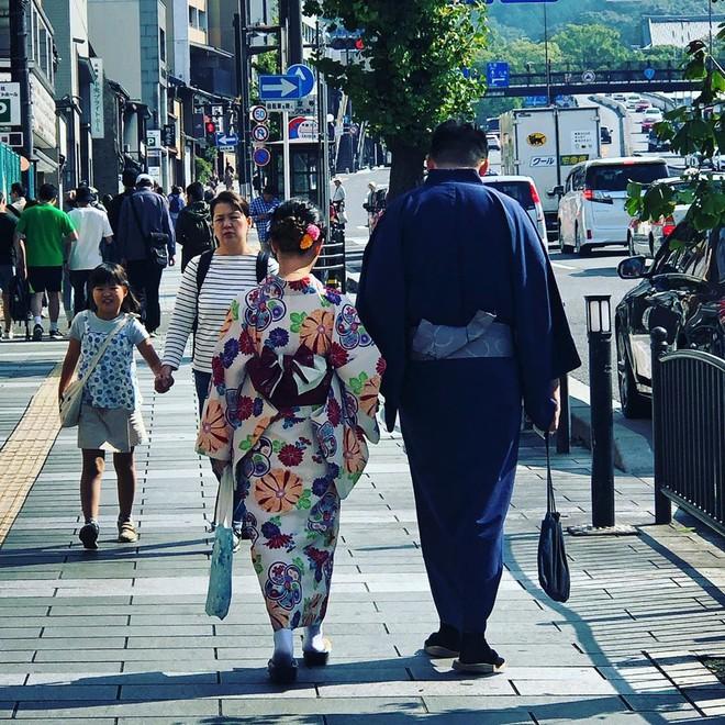 Một quận ở Nhật cấm tiệt du khách quay phim chụp ảnh trên đường phố, ai vi phạm sẽ bị phạt tới 10.000 yên - Ảnh 3.