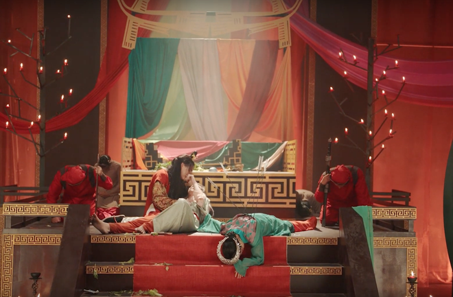 Cảnh báo sốc: MV Tự Tâm của Nguyễn Trần Trung Quân chính là một thước phim đam mỹ ngập cảnh nóng, cung đấu trùng sinh huyền huyễn plot twist siêu chóng mặt! - ảnh 16