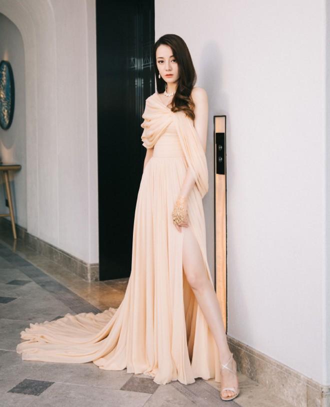 So sánh số lần Tiểu Hoa Đán diện đồ Haute Couture đi sự kiện: Angela Baby vô địch với 26 lần trong khi Dương Mịch mới được mặc 2 lần - ảnh 8