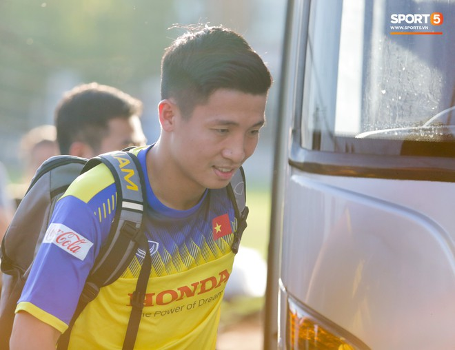 Văn Thanh bị đàn anh xỏ háng khi đá bóng ma, tuyển Việt Nam chỉ có 13 cầu thủ tập luyện chiều 29/10 - ảnh 13