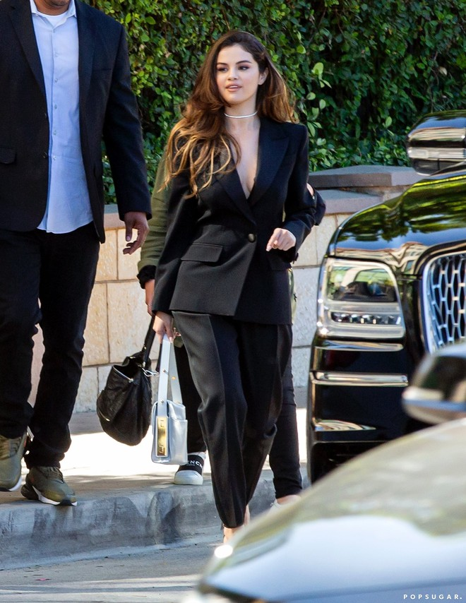 Nhìn cô ấy mà xem: Chỉ trong vài ngày Selena Gomez đã khiến fan phải ngất lên ngất xuống vì lên đồ xuất sắc, thần thái đỉnh cao - ảnh 19