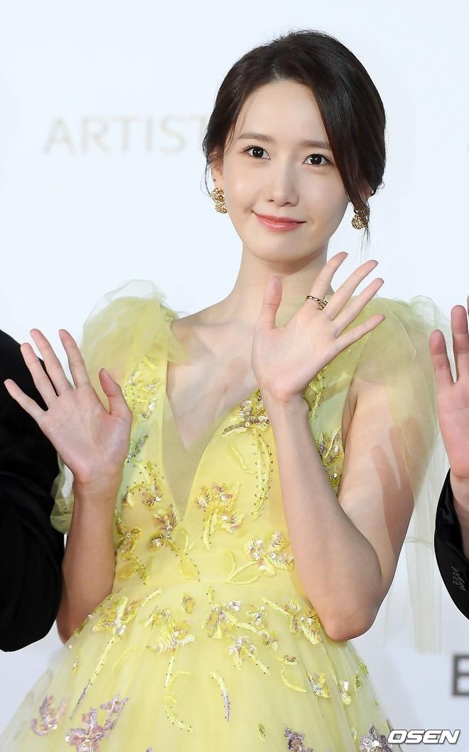 Xuất hiện chưa đến 2 phút đã gây nổ thảm đỏ, Yoona (SNSD) đẹp bức thở thế này bảo sao phóng viên còn phải choáng - ảnh 13
