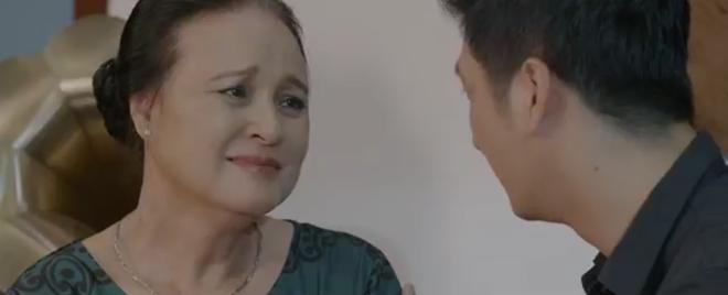 Hoa Hồng Trên Ngực Trái tập 24: Bắt quả tang Trà đu đưa với đàn em, Thái cầm dao dọa làm gỏi cô bồ tại chỗ - ảnh 10