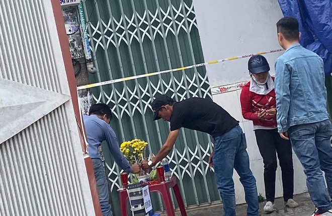 Bình Dương: Nam thanh niên tử vong bốc mùi trong phòng trọ, người dân đặt thùng từ thiện quyên góp - ảnh 2