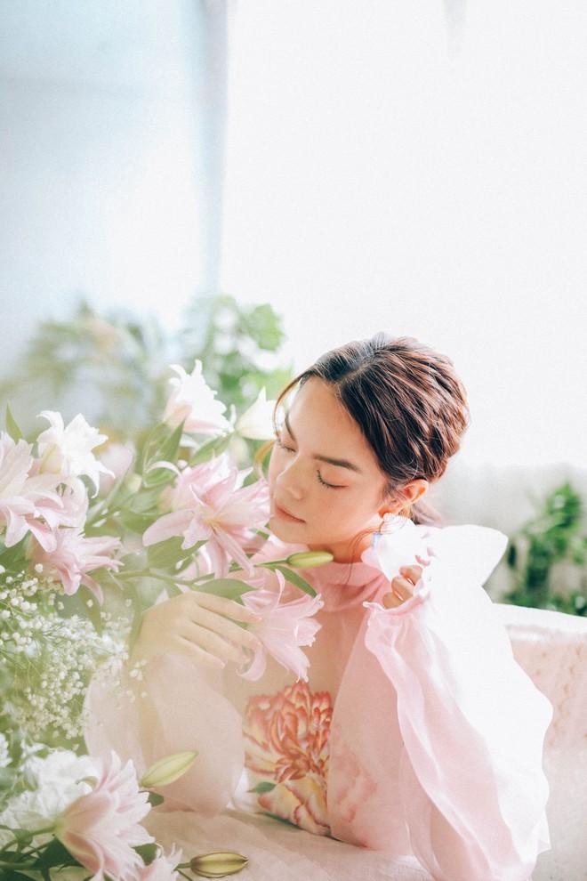Phạm Quỳnh Anh tung bộ ảnh nàng thơ mộng mơ chứng minh nhan sắc không tuổi, tuyên bố: Bây giờ mới là khoảng thời gian thanh xuân của tôi - ảnh 1