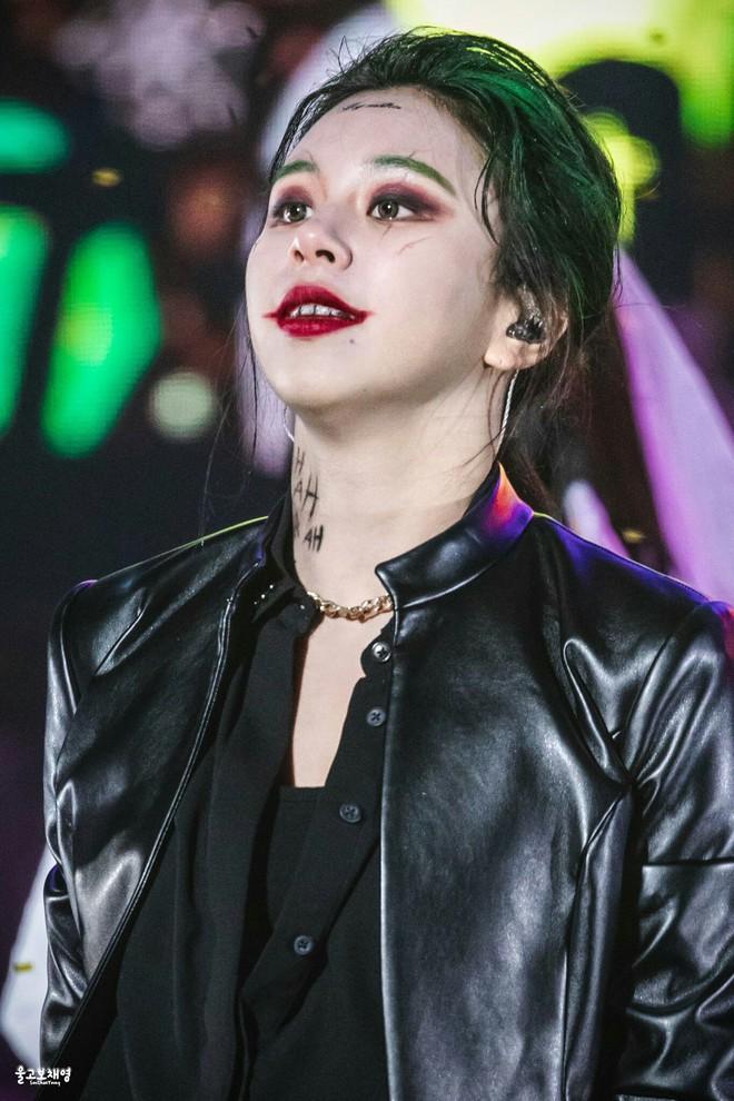 Idol Hàn bắt trend phim hot vào Halloween: TWICE khiến fan sốc nặng, độ chịu chơi nhà SM không ai đọ lại - Ảnh 20.