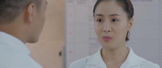 Hoa Hồng Trên Ngực Trái tập 24: Bắt quả tang Trà đu đưa với đàn em, Thái cầm dao dọa làm gỏi cô bồ tại chỗ - ảnh 11