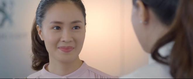 Preview Hoa Hồng Trên Ngực Trái tập 26: Kẻ thù của kẻ thù là chị em tốt, Khuê cáp kèo bà Dung đòi con từ Thái - ảnh 1