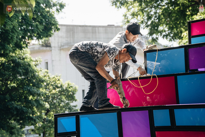 Thành phố Hà Nội buộc phải tháo dỡ tác phẩm nghệ thuật bên Hồ Gươm sau khi bị người dân phóng uế bên trong - ảnh 9