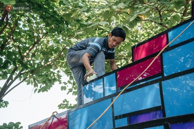 Thành phố Hà Nội buộc phải tháo dỡ tác phẩm nghệ thuật bên Hồ Gươm sau khi bị người dân phóng uế bên trong - ảnh 8