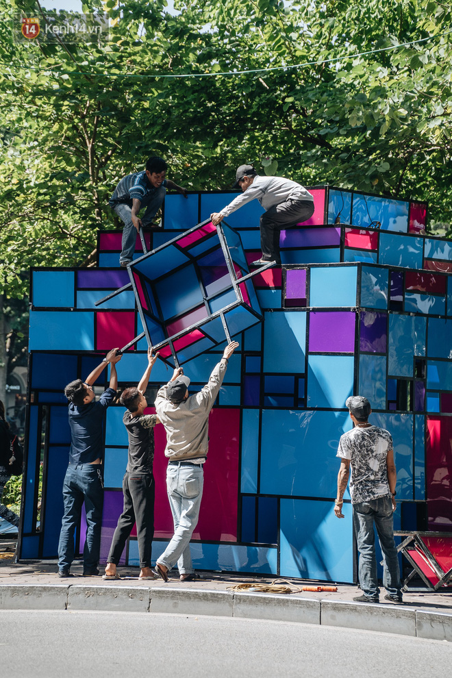 Thành phố Hà Nội buộc phải tháo dỡ tác phẩm nghệ thuật bên Hồ Gươm sau khi bị người dân phóng uế bên trong - ảnh 7