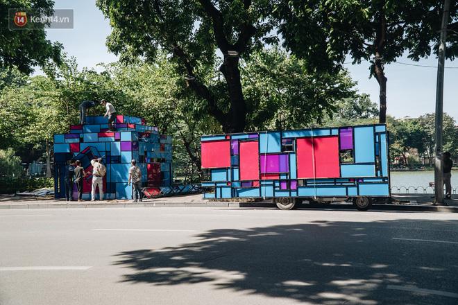 Thành phố Hà Nội buộc phải tháo dỡ tác phẩm nghệ thuật bên Hồ Gươm sau khi bị người dân phóng uế bên trong - ảnh 6