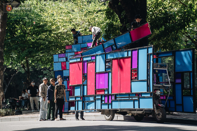 Thành phố Hà Nội buộc phải tháo dỡ tác phẩm nghệ thuật bên Hồ Gươm sau khi bị người dân phóng uế bên trong - ảnh 4