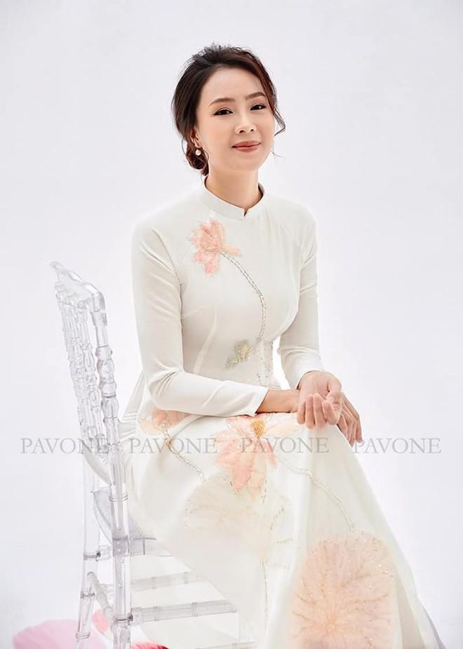 Hồng Diễm nền nã trong bộ ảnh diện áo dài truyền thống, duyên dáng chuẩn vẻ đẹp của phụ nữ Việt Nam - ảnh 2