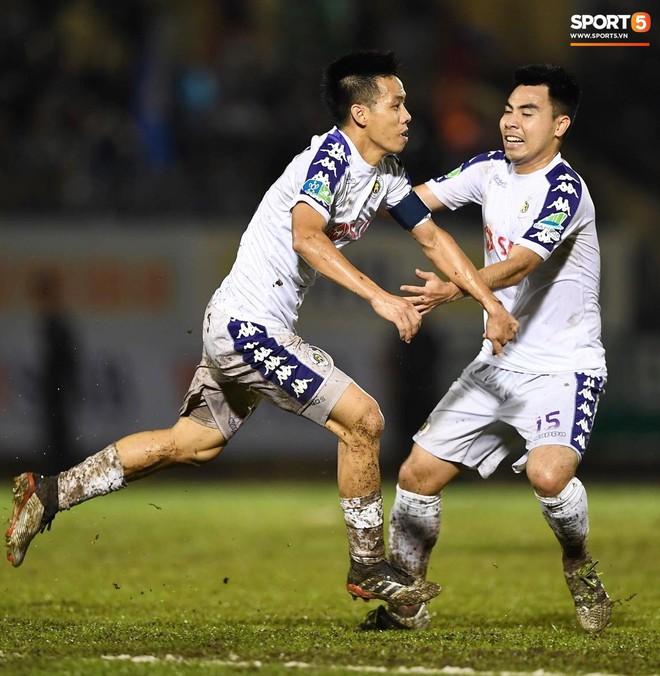 """Đánh bại Quảng Nam trong trận """"thuỷ chiến, Hà Nội FC lần đầu tiên vô địch Cúp Quốc gia 2019 - ảnh 19"""