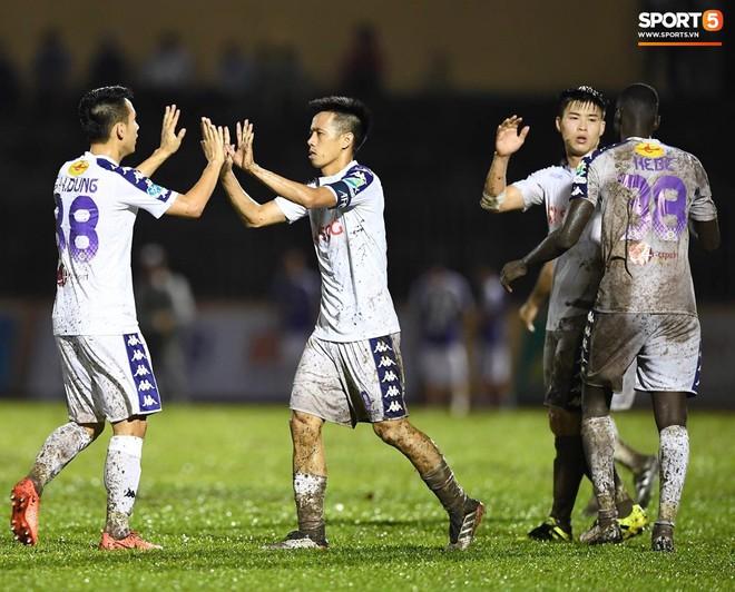 """Đánh bại Quảng Nam trong trận """"thuỷ chiến, Hà Nội FC lần đầu tiên vô địch Cúp Quốc gia 2019 - ảnh 25"""