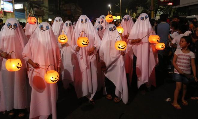 Phiên bản Halloween lụi tàn của người Philippines: Không phải lễ hội trò chơi mà là truyền thống tưởng niệm, nhưng dần bị các giá trị hiện đại xóa bỏ - ảnh 1