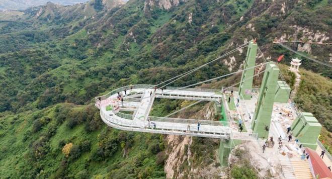 """Nóng: Hơn 32 công trình cầu kính nổi tiếng của Trung Quốc bất ngờ đóng cửa, trong đó có cả """"thiên đường sống ảo"""" Trương Gia Giới - Ảnh 3."""