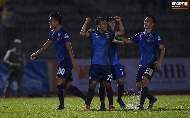 """Đánh bại Quảng Nam trong trận """"thuỷ chiến, Hà Nội FC lần đầu tiên vô địch Cúp Quốc gia 2019 - ảnh 13"""