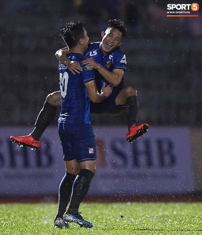 """Đánh bại Quảng Nam trong trận """"thuỷ chiến, Hà Nội FC lần đầu tiên vô địch Cúp Quốc gia 2019 - ảnh 12"""