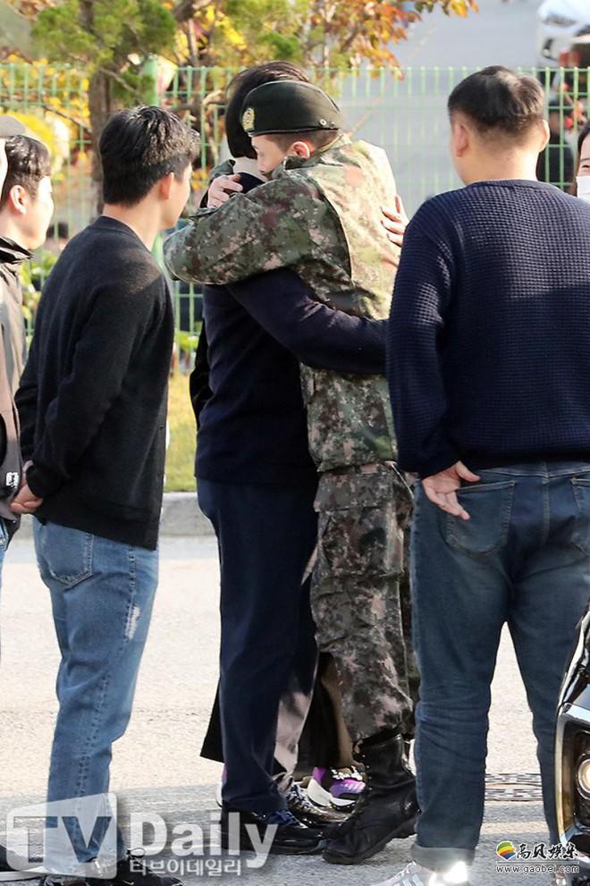 Lần đầu bố của G-Dragon nhận trả lời phỏng vấn trực tiếp, chỉ 1 lời nhắn gửi con trai thôi mà ai nghe cũng ấm lòng! - Ảnh 4.