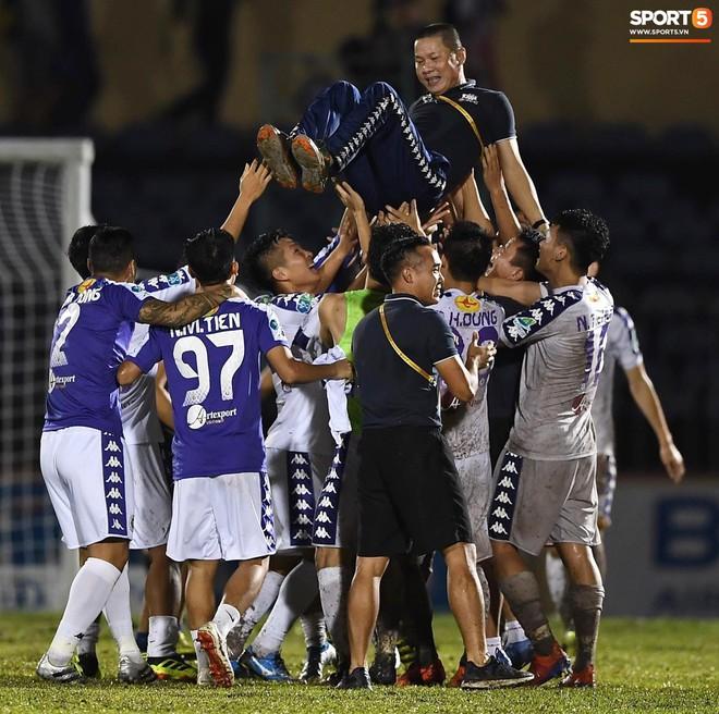 Từ Hà Lan, Văn Hậu cùng hưởng niềm vui vô địch với Hà Nội FC bằng cách đặc biệt này - ảnh 1