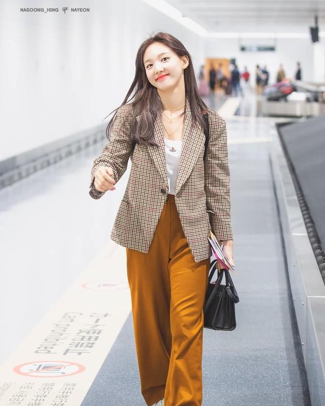"""6 items đang được idol Hàn lăng xê nhiều nhất, bạn chưa update đừng hỏi sao phong cách cứ """"dậm chân tại chỗ"""" - ảnh 15"""
