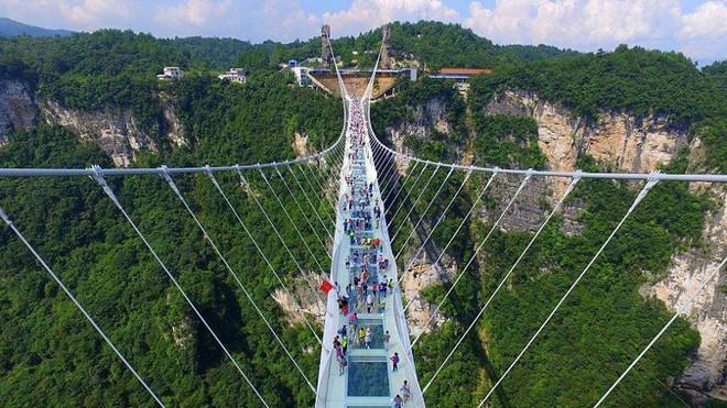 """Nóng: Hơn 32 công trình cầu kính nổi tiếng của Trung Quốc bất ngờ đóng cửa, trong đó có cả """"thiên đường sống ảo"""" Trương Gia Giới - Ảnh 4."""