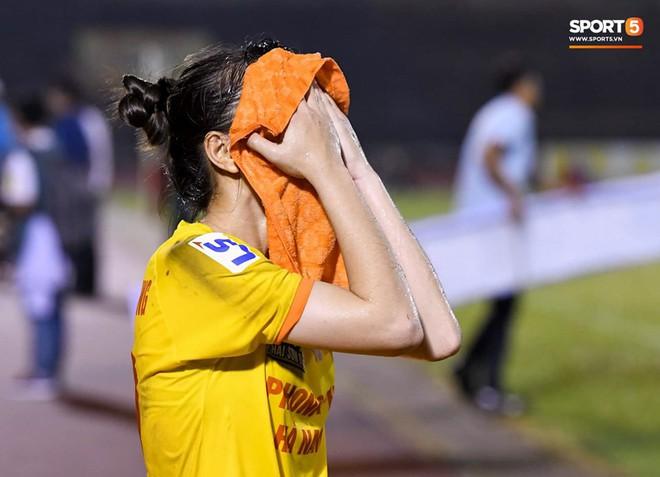 Xót xa hình ảnh nữ tuyển thủ Quốc gia bật khóc, hot girl Trần Thị Duyên thất thần sau trận thua đau đớn - ảnh 8