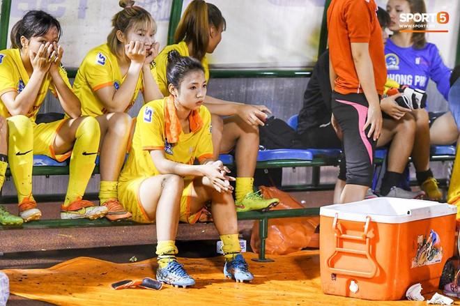 Xót xa hình ảnh nữ tuyển thủ Quốc gia bật khóc, hot girl Trần Thị Duyên thất thần sau trận thua đau đớn - ảnh 9
