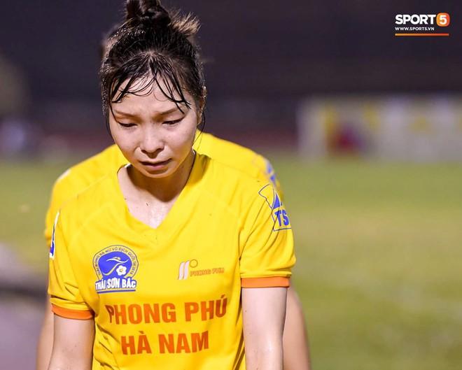 Xót xa hình ảnh nữ tuyển thủ Quốc gia bật khóc, hot girl Trần Thị Duyên thất thần sau trận thua đau đớn - ảnh 7